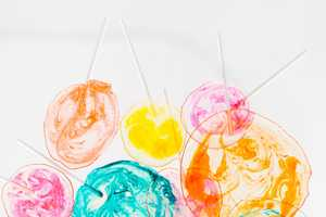 This DIY Lollipops are Alcoholic and Have a Pretty Marbled Appearance