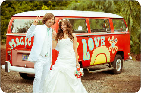 Nostalgic Picnic Weddings - This Wedding Ceremony Boasts a 70s-Inspired Theme