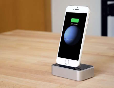 Battery Pack Smartphone Docks - The 'Energy Dock' iPhone Battery Charger Charges without an Outlet