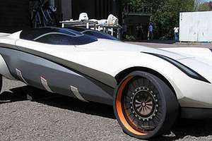 The Amphibious Mazda Tonbo Generates Water