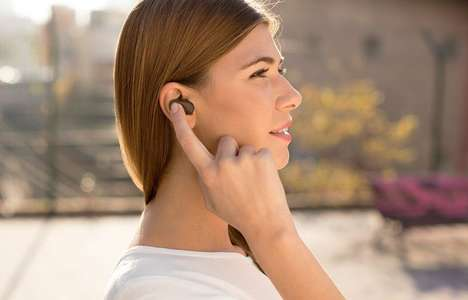 Virtual Voice Assistant Earpieces - The Sony Xperia 'Ear' Bluetooth Earpiece Listens to Commands