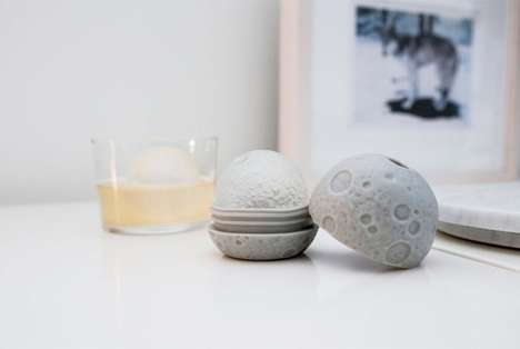 Spherical Lunar Ice Cubes - These Ice Moulds Turn the Tubes into Realistic Circle Moons