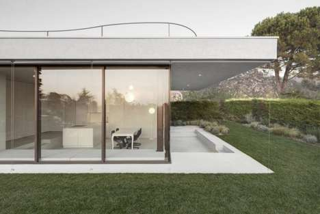 Monumental Glass Residences - This Modern Vacation House Boasts a Minimalist and Linear Design