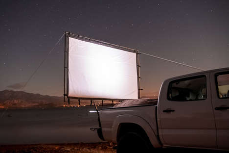 Cinematic Vehicle Screens - The Hitch Theatre Allows Consumers to Watch Outdoor Films on an Auto