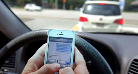 Vehicle-Texting Zones - Ontario is Specializing Highway Areas For Drivers to Safely Use Cellphones