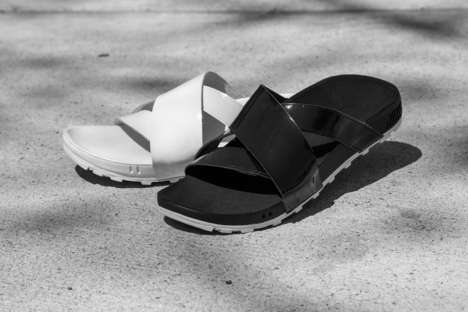 High-End Sneaker Brand Sandals - The Nike Taupo Leather Slide is Crafted from Premium Materials
