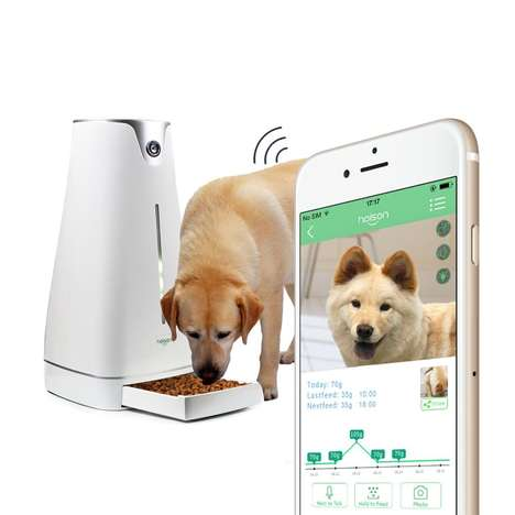 The Hoison Automatic Pet Feeder Offers Users Real-Time Interaction