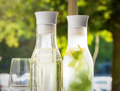 Self-Chilling Carafes - The Flow Carafe Keeps a Cool Temperature Thanks to a Double Glass Design