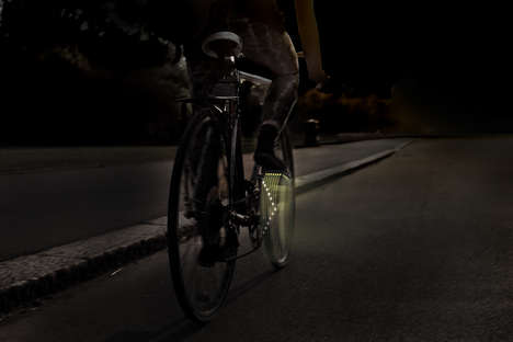 Pedal-Mounted Turn Signals - The 'Bicycle Winker' Makes Cycling Safer with Clear Turn Signals