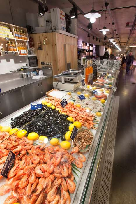 Fresh Seafood Merchandising - Nakide's 'Halles des 5 Cantons' Grocery Concept Embodies Quality