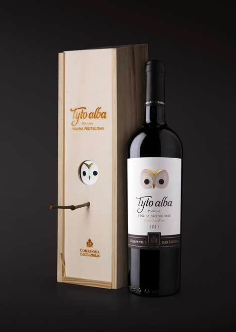 Nest-Inspired Wine Packaging - The Companhia das Lezírias Tyto alba Red Wine Packaging is Sweet