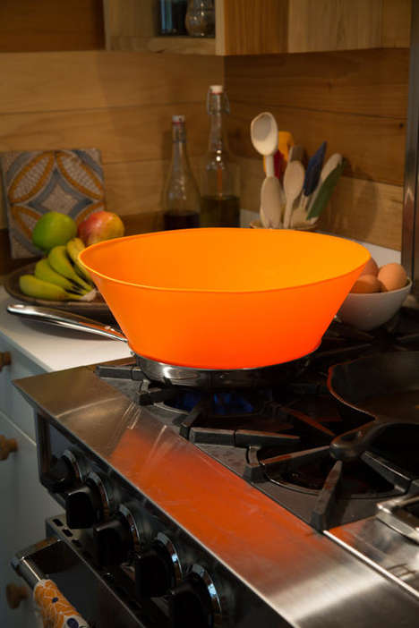 Silicone Splatter Stoppers - The 'Frywall' Pan Cover Prevents Oil and Debris from Escaping Pans