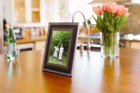 Selective Smart Frames - The Aura Frame Chooses High-Quality Photos For Display