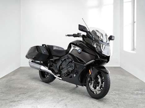 Blackened Bagger Motorcycles - The BMW K1600 B is Designed to Make the Longest Trips Comfortable