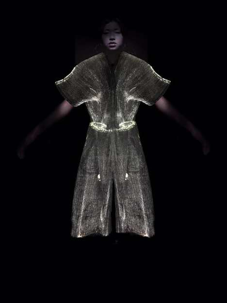 Responsive Glowing Clothes - The 'Futuro' Collection Interacts with Audience Members