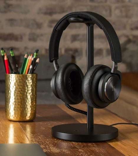 High-End Headphone Charging Stands - Twelve South's 'Fermata' Both Charges and Displays Headphones