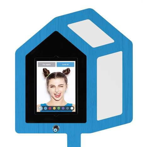 Social Media Photo Booths - The Twitter Mirror Selfie Booth Allows Celebrities to Snap Pics