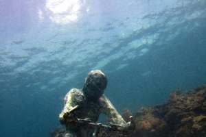 Sub-Aquatic Statues by Jason de Caires Taylor Amuse Divers