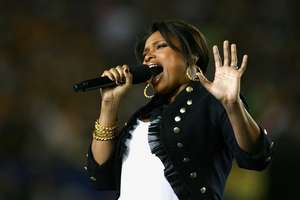 Jennifer Hudson Dazzles at Super Bowl 2009