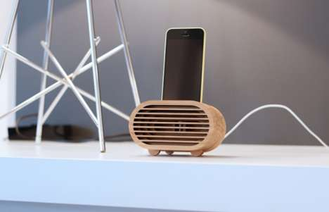 Bamboo Smartphone Amplifiers - This Product Works to Enhance the Sound of Smartphones Without Tech