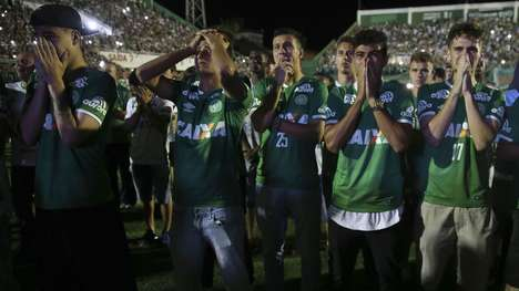 Silent Soccer Memorials - Fox Sports Brazil Aired 90 Minutes of Silence for Chapecoense