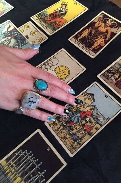 Mythical Crystal Manicures - Nail Swag's 'Tarot Nails' Service Involves a Tarot Card Reading