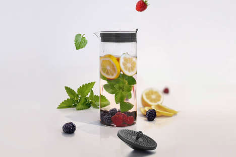 Sustainable Water Filterers - The 'OE' Water Filtering Carafe Warns When to Change the Filter