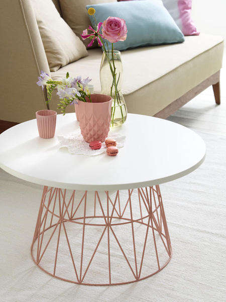 DIY Minimalist Coffee Tables - This Coffee Table Requires Very Few Materials to Be Built