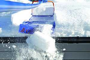 The 'Avalanche' Removes Snow from Rooftops from the Ground