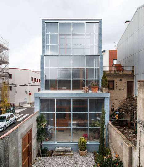 Sliding Polycarbonate Facades - H Arquitectes Barcelona House Smoothly Merges Interior and Exterior