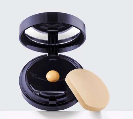 Liquid Cosmetic Compacts - Estée Lauder's Makeup Compact Dispenses Liquid Formula with a Button