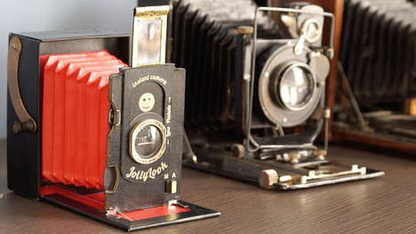Vintage Cardboard Cameras - The Collapsible Cardboard Jollylook is Styled After Early Cameras