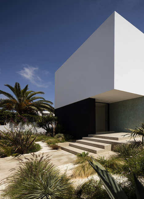 Monolithic Moroccan Homes - Villa Agava has a Blind Front-Facing Facade