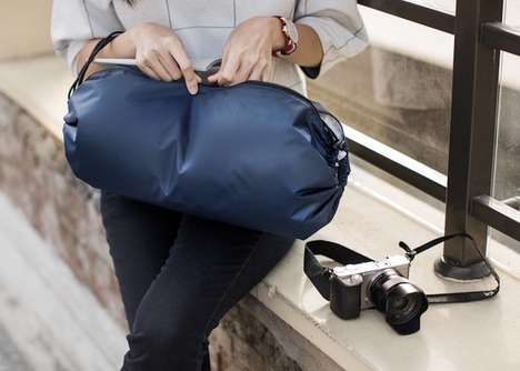Flatpack Travel Bags - The 'FLATPAC' Adaptable Carrying Bag Offers 16-Liters of Storage
