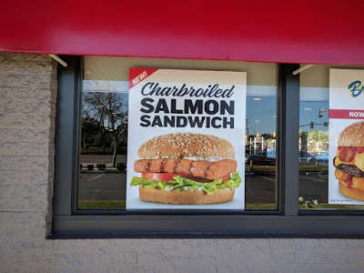 Gourmet Fish Burgers - Carl's Jr. is Serving Up a New Charbroiled Salmon Sandwich for Lent