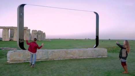 Smartphone-Shaped Landscape Frames - This Phone Advertisement Shows the Galaxy S8's Large Screen