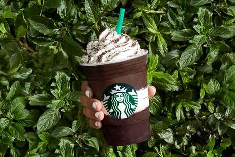 Mint Chocolate Blended Beverages - The New Midnight Mint Mocha from Starbucks is a Limited Edition