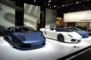 Lambourghini Showcases Flat Paint Jobs at NAIAS 2009