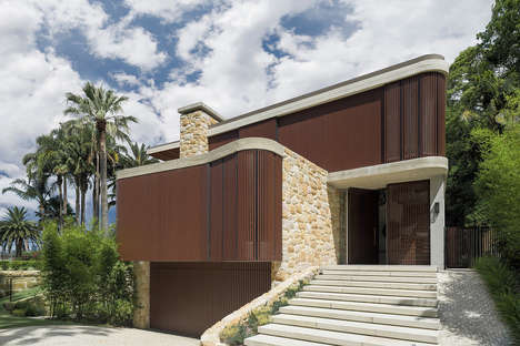 Stony Wooden Homes - Sticks & Stones Home is in the Sydney Suburb of Hunters Hill
