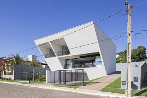 Inverted Wedge Houses - 'Aresta House' Features a Topsy Turvy Structuration
