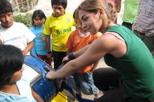 Peruvian Village Teams Up With MIT for Clean Clothes