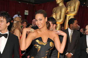 Fishtail Gowns Made Waves on Beyonce & Vanessa Hudgens at Oscars