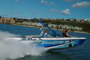 Gas-Electric Epic 23E is Perfect for Eco-Conscious Watersports