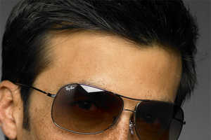 Aviator Sunglasses Are Still In Style For Men With Confidence
