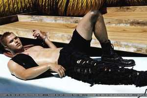 Twilight Star Kellan Lutz Flaunts His Greasy Body