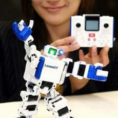 Omnibot 2007 i-SOBOT - World's Smallest Toy Robot
