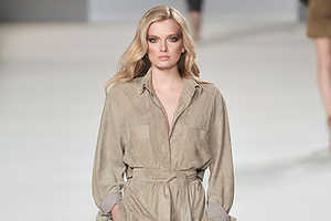 Chloe Emphasizes Nothing But Neutrals for Fall 2009