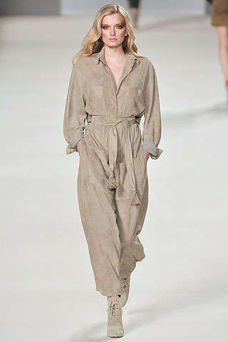 Head-to-Toe Beige Fashion - Chloe Emphasizes Nothing But Neutrals for Fall 2009