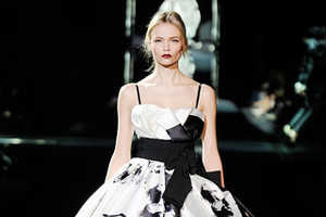 Dolce & Gabbana Fall 2009 Show Highlights the Blonde Icon