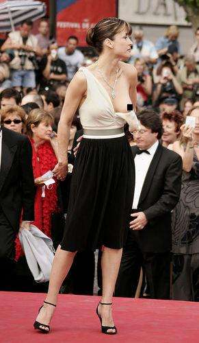Haute Couture Fails - 10 Memorable Celebrity Wardrobe Malfunctions